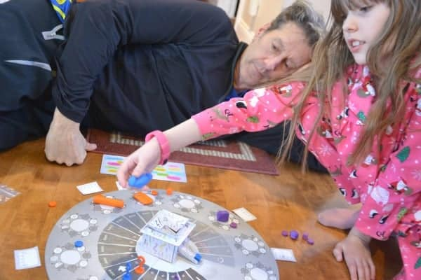 artistic and hilarious sculpting and guessing game for families