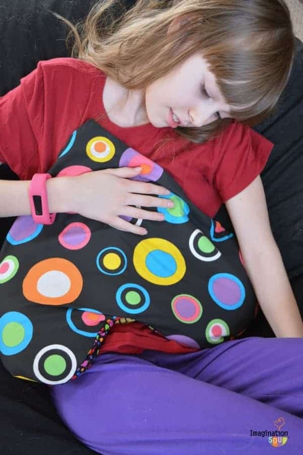 DIY flaxseed heart pillow for tender tummies