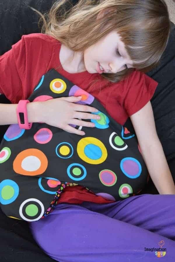 DIY flaxseed heart pillow for tender tummies