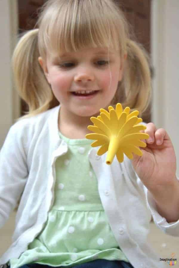 How to Raise a Happy, Creative, and Smart Child = Unplugged Play Time