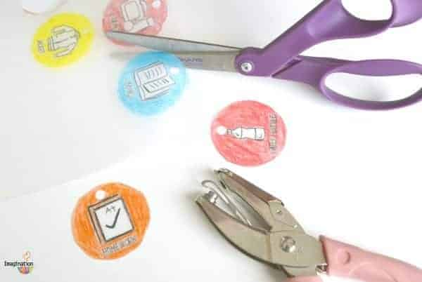 make your own backpack zipper charms to help stay organized before and after school!