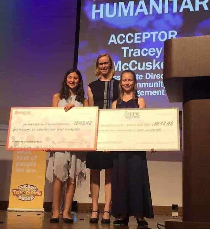 young entrepreneurs winning a prize
