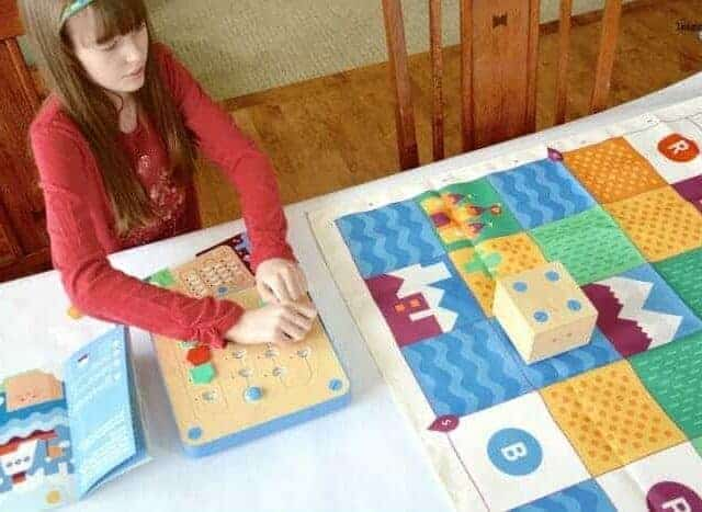 Cubetto board blocks and world map